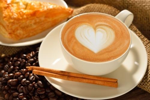 Odrobina cynamonu dodana do kawy - to mój jesienny smak